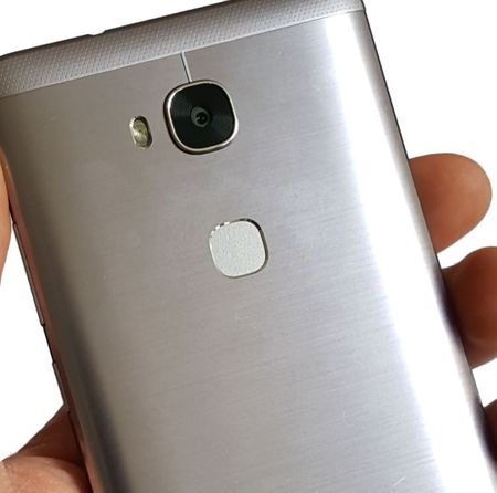 Honor 5X - Metalen body en vingerafdruksensor
