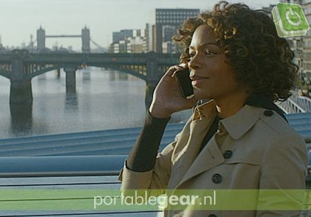 Actrice Naomi Harris (Monneypenny) met Sony Xperia Z5 Compact